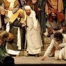 Csak Jézus maradt ott a középen álló asszonnyal