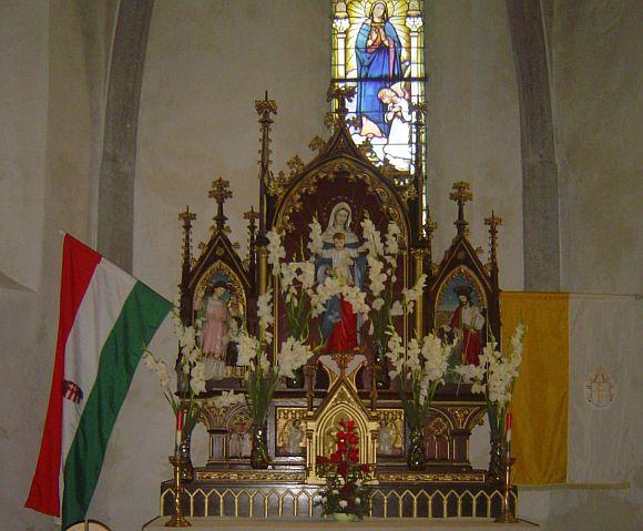 Csíknagyboldogasszony - főoltár a római-katolikus templomban.