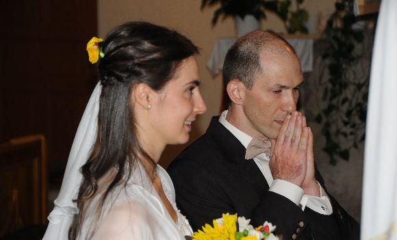 Isten egyesíti az egymást szerető férfi és nő szívét, egyesíti őket felbonthatatlan egységben.