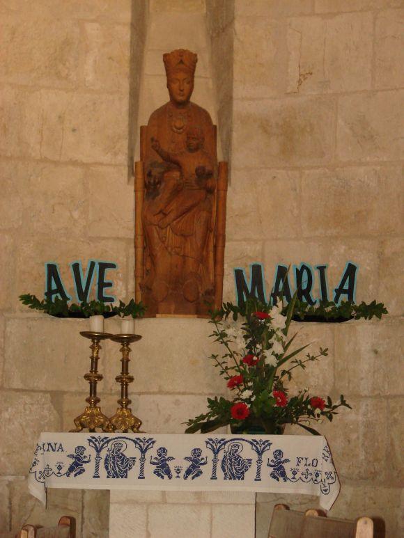 Maria-szobra-aBetsedai-to-kozeleben-levo-Maria-szuletesi-templomaban