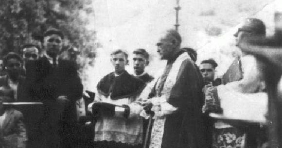 Márton Áron püspök bérmakörúton - Forrás: www.muvelodes.ro