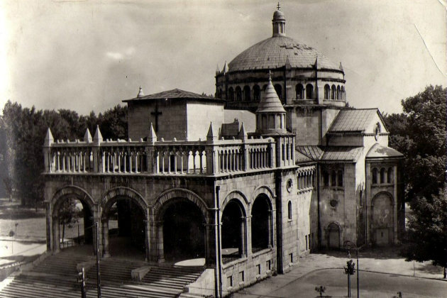 A Rákosi rendszer által 1951-ben felrobbantott Regnum Marianum római-katolikus templom.