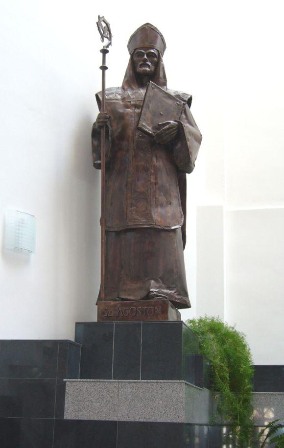 Szent-Agoston-szobra-Csikszereda-Szent-Agoston-templom
