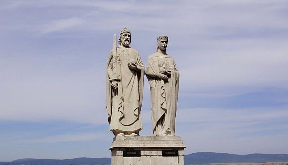 Szent István és Boldog Gizella szobra Veszprémben.