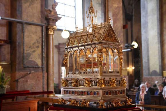 Szent-Jobb-a-Szent-Istvan-bazilikaban